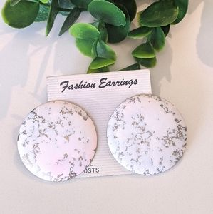 💍3/$20 Fashion Jewelry Round Earrings White